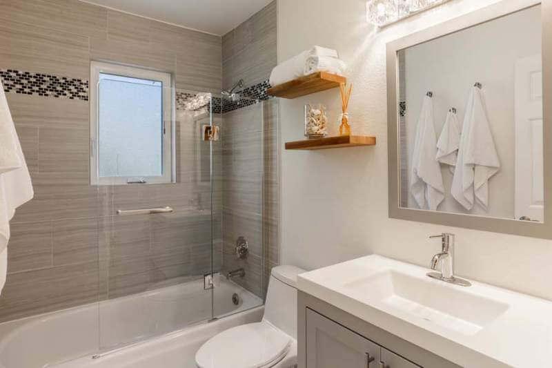 23-Creekside-bathroom2