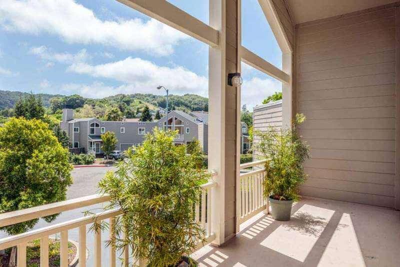 23-Creekside-bedroom1-balcony