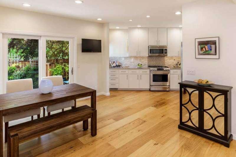 23-Creekside-dining-kitchen-2