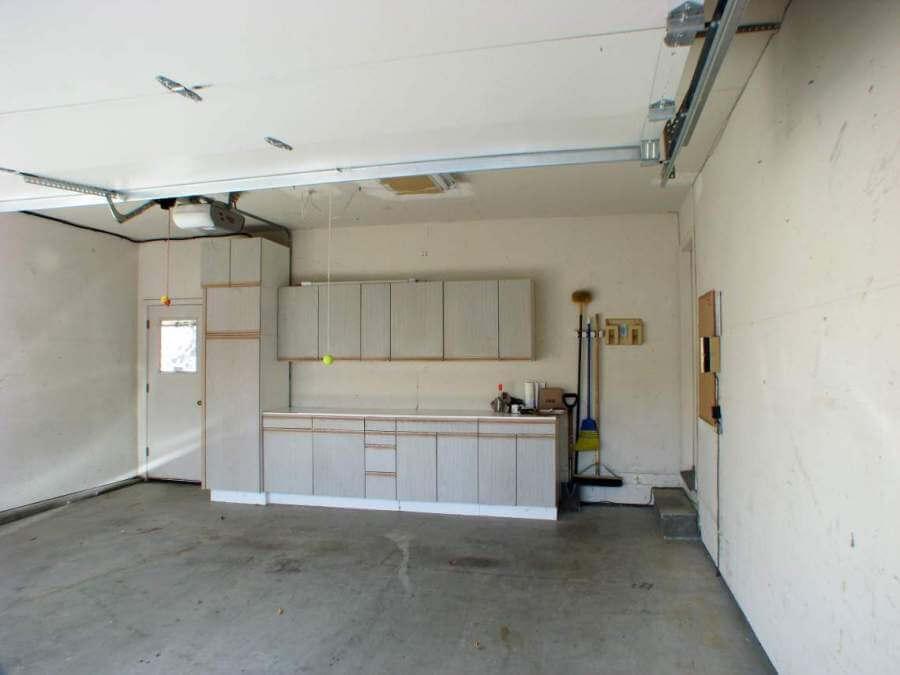Garage w storage