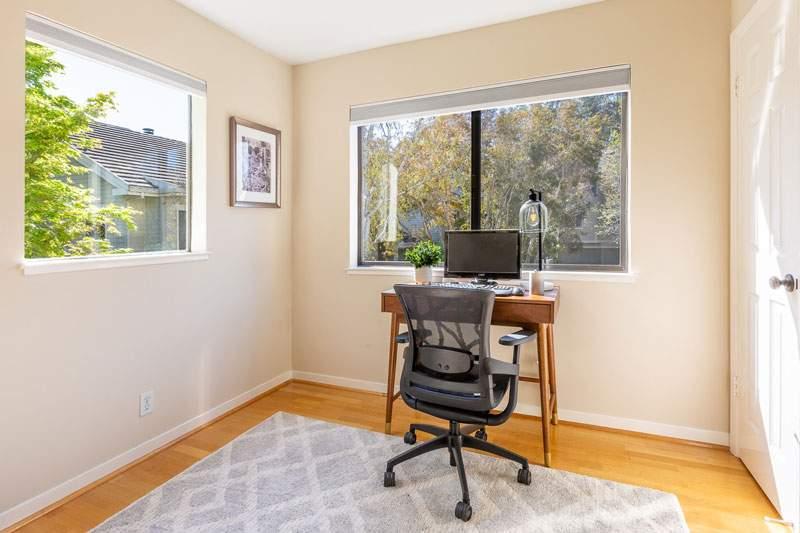 Breakfast-room-or-office