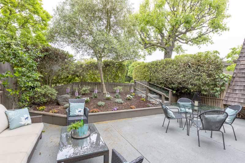 Patio with flower bed, 8 Greenside WAy